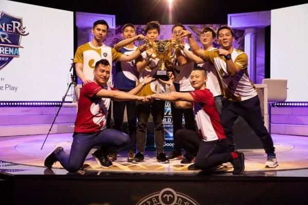 SWC 2019 월드결선 우승자 축하하는 참가자들.